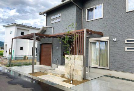 プラスGで作る、玄関とガレージの屋根。