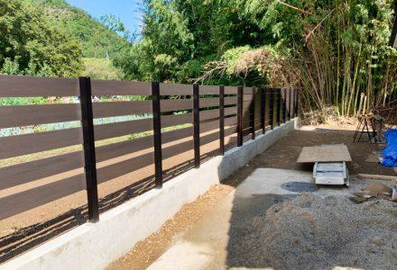 土留めと目隠しフェンスの施工