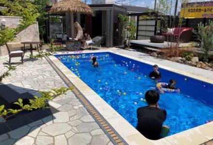 プールに入って夏を乗り切ろう!!